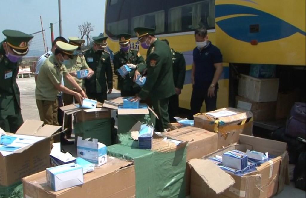 Hà Tĩnh: Bắt vụ vận chuyển lượng lớn khẩu trang y tế sang Lào
