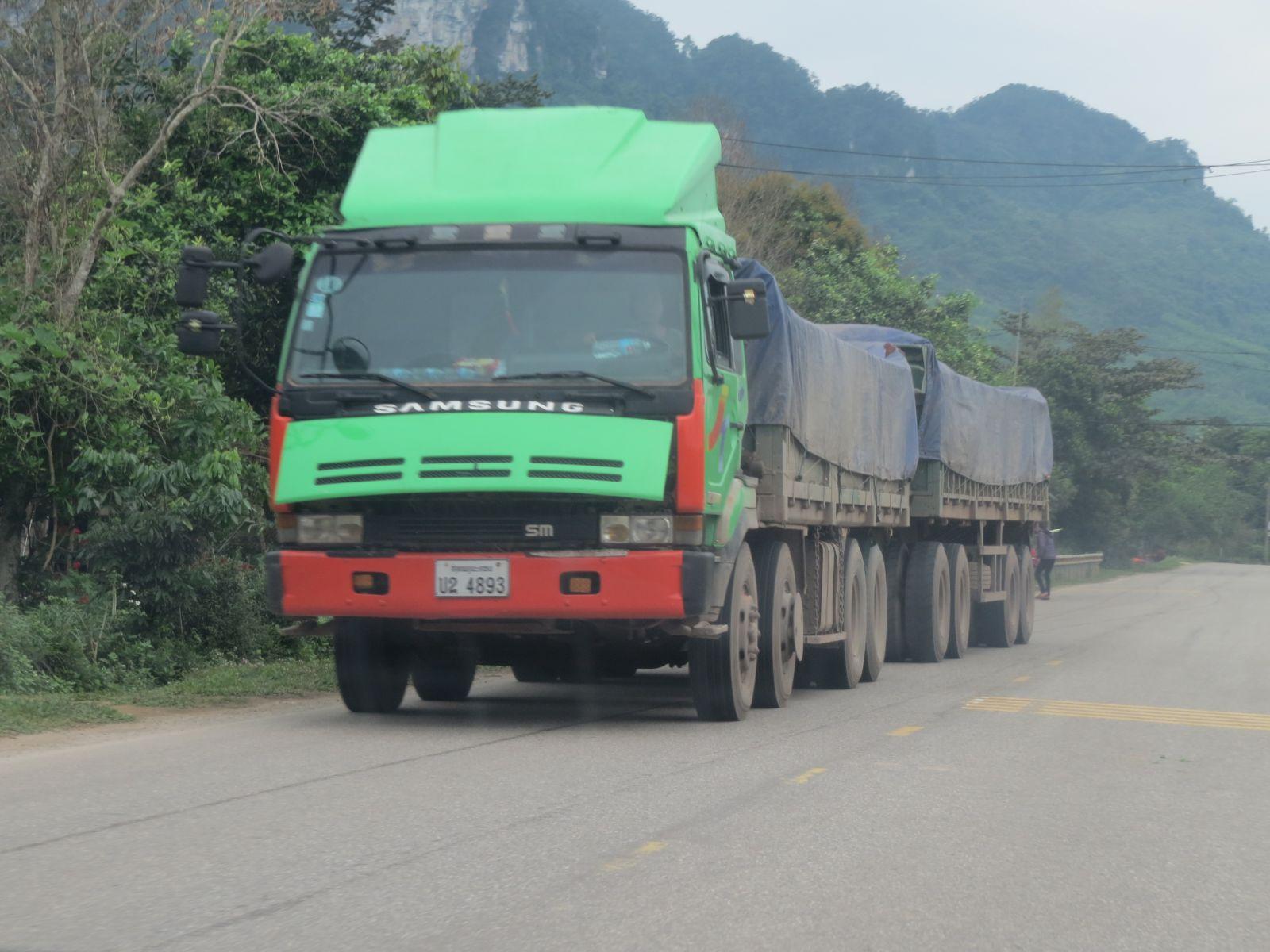 Được đăng ký, đăng kiểm...bên nước Lào nên các dòng xe loại này có thể dễ dàng